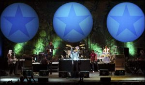 Ringo Starr and His All-Starr Band Ringo Starr & His All-Starr Band kicked off their night at the King Center on Sunday singing It don't come easy. The former Beatle and his band were playing for a sold out crowd at the King Center.