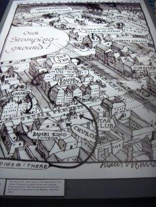 Klaus Voormann, один из гамбургских друзей Битлз, является автором этой карты. Кстати, в музее можно приобрести уменьшенную копию с автографом автора, а также его книгу (на немецком языке, разумеется), на обложке которой - им женарисованная картинка для юбилейного нынче альбома Revolver.