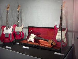В небольшом зале представлена потрясающая коллекция гитар! На фото только одна из витрин.