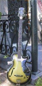 Бас-гитары роллинговского басиста Билла Уаймена