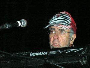Итак, вчерась в Киевском Дворце Спорта отыграл Манфред наш Манн со своим Earth Band