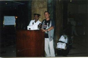 Это я,но только без рогов......С арабским полицейским.....
