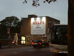 А какая в Лондоне реклама висит на Shepherd Bush Street!