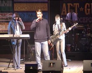 Президент Beatles.ru приветствует Фестиваль и представляет на сцене KVINT-U,