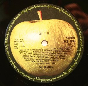 Кстати, вот яблоко из коробки ВС-13, 1978 год. Тут и шрифт другой. А светлое пятно на много больше.
