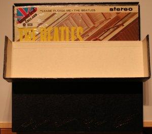 И открывается коробка по другому. А все альбомы, кроме Rarities запечатывались в плёнку и имеют стикеры.