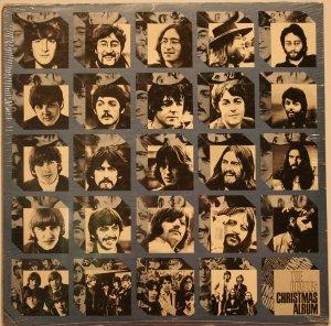 Подумал и всё-таки решил выставить оригинальный американский The Beatles Christmas Album (Sealed), с целью понять чем оригинал отличается от подделки (выставлена на стр. 5).
