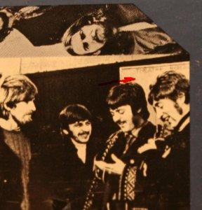 2. Надпись Theatre Royal на оригинале (вторая фотография в нижнем ряду) читается без напряга.