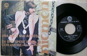 Далее идут записи итальянского периода, первая из них 24 ore spese bene con amore (Spinning Wheel), вместе с заглавной Una luce maj accesa выпущена 21.11.1969 - SP Niemen - Una luce mai accesa/ 24...(CGD, 1969, It).