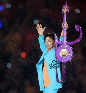 Как-то раз в качестве протеста против своей фирмы грамзаписи Принц решил расстаться с собственным именем. В 1993 году он взял себе логотип, назвав его символом любви. Он состоял из сочетания знаков Марса (мужского начала) и Венеры (женского начала). Это и стало его новым, никак непроизносимым именем. Он даже сделал несколько гитар на заказ с таким символом.