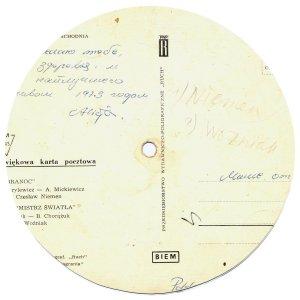 Вообще-то изобретение это больше соседий, нежели наше. В Польше это было поставлено на промышленную основу, каждой музыкальной почтовой карточке присваивался свой индивидуальный номер. Существуют целые каталоги таких польских карточек, на которых записаны как битловские композиции, так и песни Джона и Пола.