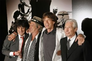 Rolling Stones band members Keith Richards (2nd L), Mick Jagger (2nd R), Ronnie Wood (L), and Charlie Watts smile as the group arrives at the premiere of the documentary film Shine A Light, directed by Martin Scorsese about the Rolling Stones, in New York March 30, 2008.