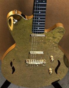 Гитара из золота. Играить. Ванкуверская лавка ценностей http://liquidmetalguitars.com/