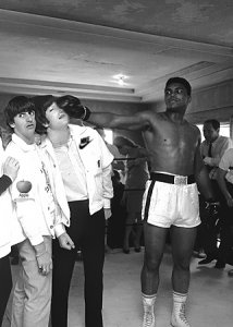 По официальной версии Леннон написал HELP! когда отходил от наркоза после операции на носу,который был сломан страшным ударом Кассиуса Клея(случайно).После этого у Джона и появилась знаменитая «боксёрская» горбинка на носу.