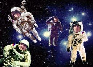 Джон: Представь себе:-)) Нас в космос отправили! Пол: Вслед за песней!
