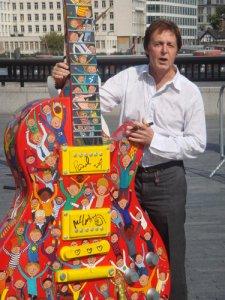А вот какую гитарку надо будет Полу подарить в следующий его приезд к нам ;)