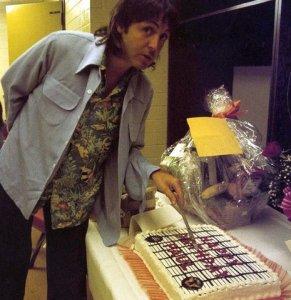 С Днем рождения, дорогой Пол. Душевной гармонии тебе и жизненной энергии.