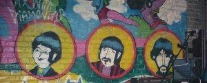 Стены заведения украшены фресками со светлыми ликами святых работы древнерусских художников. Школа, видать, византийская.
