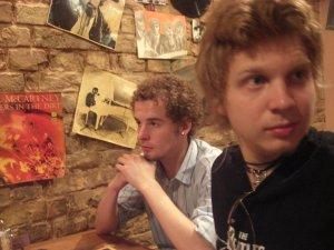 а вот кстати и я в Cavern, с одним из своих кудрявых попутчиков)))