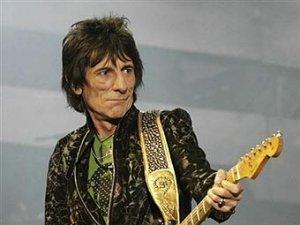 Гитарист The Rolling Stones согласился лечиться от алкоголизма