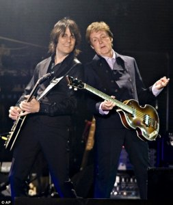 Paul McCartney rocks huge crowd for Quebec City's birthday party