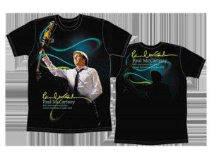 Вот такие футболки были выпущены к концерту в Квебеке.
