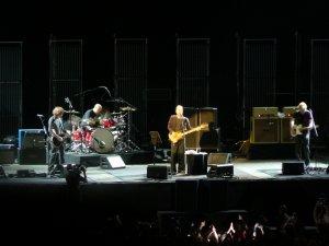 Кто знает что-нибудь о составе музыкантов на этом концерте? Сейчас смотрел запись и барабанщик показался знакомым. Его я вроде видел со Стингом в 2006 году в Т-А. Или я ошибаюсь? Фота есть, но разглядеть тяжело.