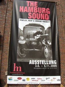 С 3 июня по 5 ноября 2006 года в Музее Гамбургской Истории проходит выставка The Hamburg Sound. О ней сообщалось в анонсах на Beatles.ru, и в июле во время поездки в Германию Theodor и я посетили эту выставку. И рекомендуем включить ее в программу тура Вслед за Битлз, который стартует уже очень скоро :)