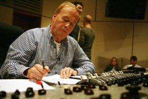 Как уже ранее сообщалось http://www.beatles.ru/news/news.asp?news_id=3206, в ознаменовании 40-й годовщины выхода легендарного альбома Sgt. Pepper's Lonely Hearts Club Band целый ряд музыкантов решил записать кавер-трибьют альбому, и сам Джефф Эмерик (на фото) взялся продемонстрировать, какими новаторскими приемами звукозаписи пользовались Битлз в студии Эбби Роуд в 1967 году.