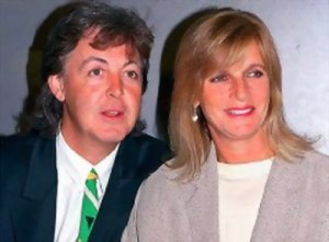 Сэр Пол Маккартни открыл музыкальный фестиваль Coachella в Калифорнийской пустыне в годовщину смерти его супруги Линды. В ходе эмоционального выступления экс-битл посвятил песни «The Long and Winding Road» и «My Love» Линде, которая умерла от рака груди в 1998 году.