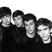 Можно писать хорошую музыку, можно стать известным музыкантом, обзавестись поклонниками и выступать на популярных концертных площадках, можно даже стать всемирно известной группой и собирать стадионы, но далеко не каждому удастся стать символом эпохи и совершить мировую культурную революцию так, как это сделали The Beatles.