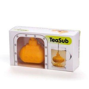 Израильская дизайн-студия Ototo разработала заварочный чайник в виде желтой подводной лодки. Концепция изделия проста - насыпаете в лодку чай и опускаете в стакан. Заварочник TeaSub сделан из силикона, его размеры 12 x 4 x 7 см. Можно мыть в посудомоечной машине.