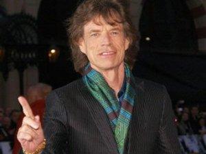 Вокалист британской группы The Rolling Stones Мик Джаггер предложил временно легализовать марихуану на отдельно взятой территории в Великобритании. Об этом, как сообщает  The Daily Telegraph , он заявил на шоу Ларри Кинга в эфире CNN.