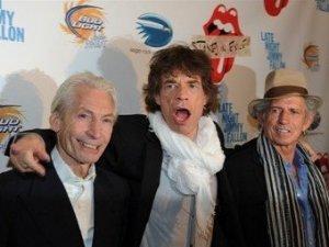 Переиздание классического альбома The Rolling Stones 1972 года Exile on Main Street заняло первую строчку хит-парада Великобритании по итогам недели 17-23 мая, сообщает  New Musical Express .