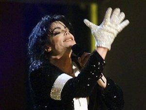 В Лас-Вегасе состоялся аукцион, приуроченный к годовщине смерти американского популярного певца Майкла Джексона . Как сообщает Associated Press, центральным лотом оказалась перчатка короля поп-музыки, ушедшая с молотка за 190 тысяч долларов.