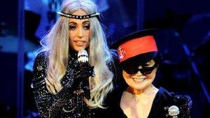 24-летняя скандальная звезда и 77-летняя вдова одного из самых знаменитых певцов планеты спели дуэтом в Лос-Анджелесе.