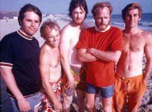 Американскую группу The Beach Boys обвинили в пении под фонограмму. В использовании записи во время анонсировавшегося как живое выступления коллектив уличили зрители, собравшиеся на концерте в рамках гоночного турнира Gold Coast 600 в Австралии.