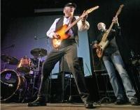 МУЗЫКА ливерпульской четверки вновь зазвучала со сцены московским вечером на фестивале The Beatles. Повод серьезный – круглая дата в творчестве кумиров. В 1961 г. Тони Шеридан пригласил для записи своей пластинки никому не известных юных битлов. Песня My Bonnie, выпущенная как сингл Tony Sheridan & the Beat Brothers, стала первой студийной записью будущих The Beatles.