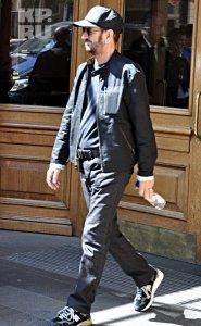 Британский музыкант сразу после концерта умчался в отель там и остался до выезда