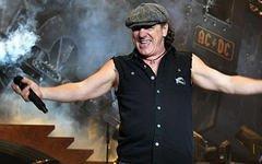 Фронтмен австралийской рок-группы AC/DC Брайан Джонсон ляжет под нож хирурга.
