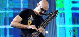 26 мая в московском зале Крокус Сити Холл пройдет King Crimson Festival, в рамках которого бывшие и нынешние участники легендарной группы представят свои музыкальные проекты.