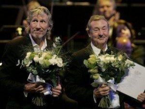 Британский исполнитель Эд Ширан объявил, что выступит вместе с группой Pink Floyd на церемонии закрытия летних Олимпийских игр в Лондоне, которая пройдет 12 августа. Об этом, как сообщает Gigwise, певец рассказал во время интервью на австралийском радио.