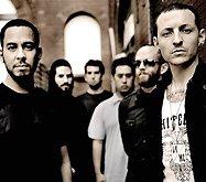 Американцы Linkin Park стали первой рок-группой, чьи ролики собрали миллиард просмотров на YouTube. Достичь этой впечатляющей отметки рокерам помог их недавний сингл «New Divide», использовавшийся в качестве саундтрека к фильму «Трансформеры», - он один принес в копилку 131 миллион хитов.
