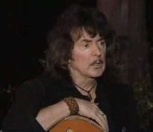 В разговоре с Dave'ом Basner'ом из VH1 Radio Network бывший гитарист DEEP PURPLE Ritchie Blackmore разъяснил свое предыдущее высказывание о том, что его совершенно не заботит ввод в Зал славы рок-н-ролла, сказав: