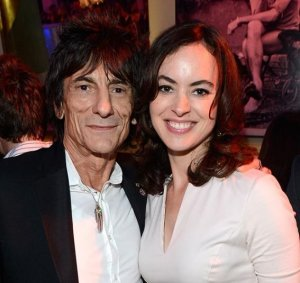 65-летний участник легендарной британской группы Ронни Вуд собирается жениться в третий раз. Напомним, он пришел в команду Rolling Stones под руководством Мика Джаггера еще в 1975 году.