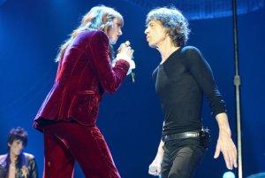 Вокалистка Florence & The Machine Флоренс Уэлш и легендарный гитарист Эрик Клэптон (Eric Clapton) стали гостями второго юбилейного шоу The Rolling Stones, состоявшегося в Лондоне 29 ноября.