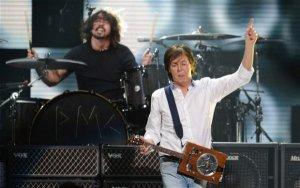 Лидер Foo Fighters Дэйв Грол заявил, что песня  Cut Me Some Slack  с Полом Маккартни  была записана всего за три часа . Как известно, премьера композиции состоялась во время благотворительного концерта 12-12-12 в Нью-Йорке незадолго до католического Рождества.