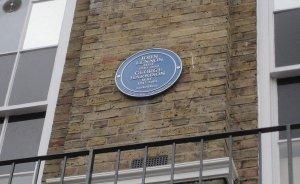 На здании, где когда-то располагался магазин Apple Boutique (Бейкер-стрит, 94),  появилась новая мемориальная табличка . Она установлена в честь Джона Леннона и Джорджа Харрисона. В торжественной церемонии приняли участие Род Дэвис, игравший на банджо в группе The Quarrymen, и экс-гендиректор Apple Тони Брэмвелл.