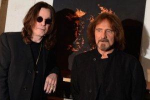 Новый альбом британской рок-группы Black Sabbath «13» занял первое место в британских чартах впервые с 1970 года, установив рекорд по длительности перерыва между попаданием на первую строчку. Об этом сообщается на сайте Official Charts Company, которая занимается составлением британских хит-парадов.