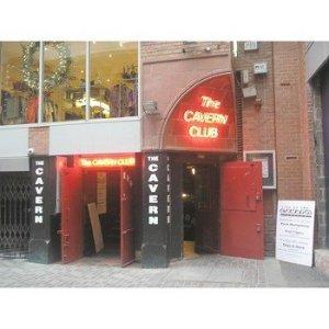 Ливерпульский Cavern Club опроверг слухи о том, что его выставляют на аукцион. Информация о продаже клуба  появилась в ряде известных британских СМИ , в том числе в  The Times, The Daily Mail  и  NME.  Однако эти сведения оказались неверными.